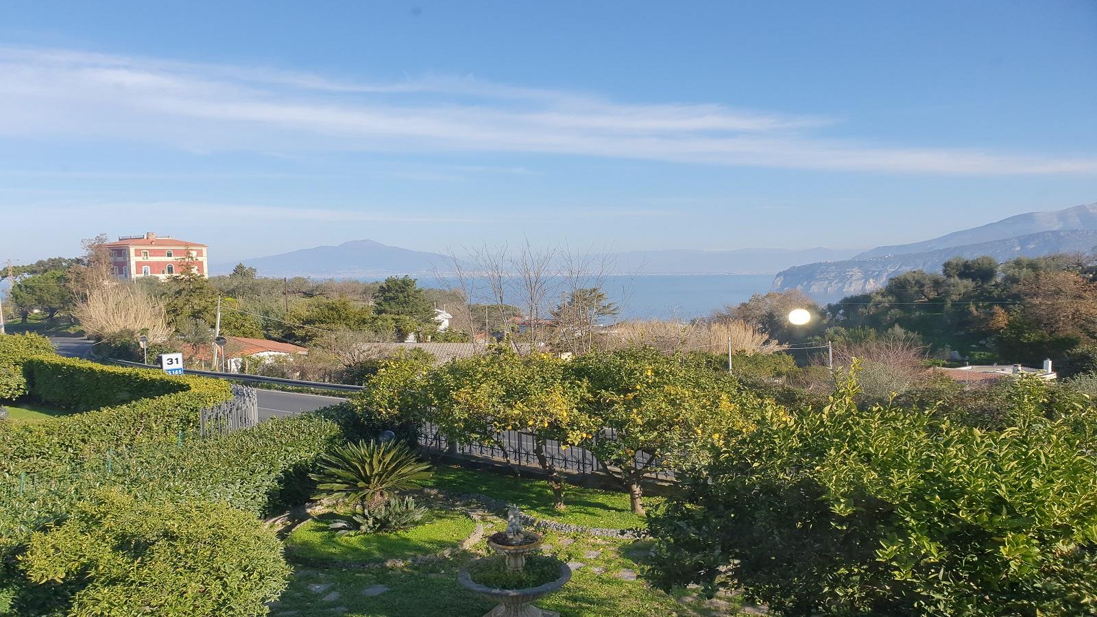 Villetta a schiera con vista mare, giardino e garage
